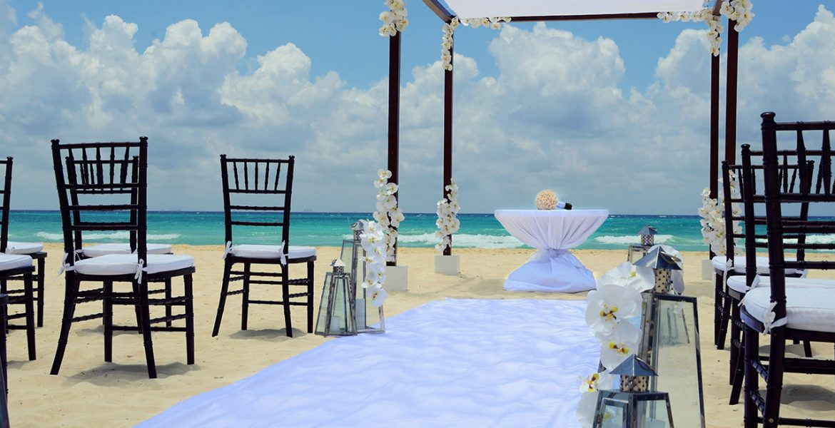beach-wedding-occidental-royal-hideaway-playacar-beach-resort