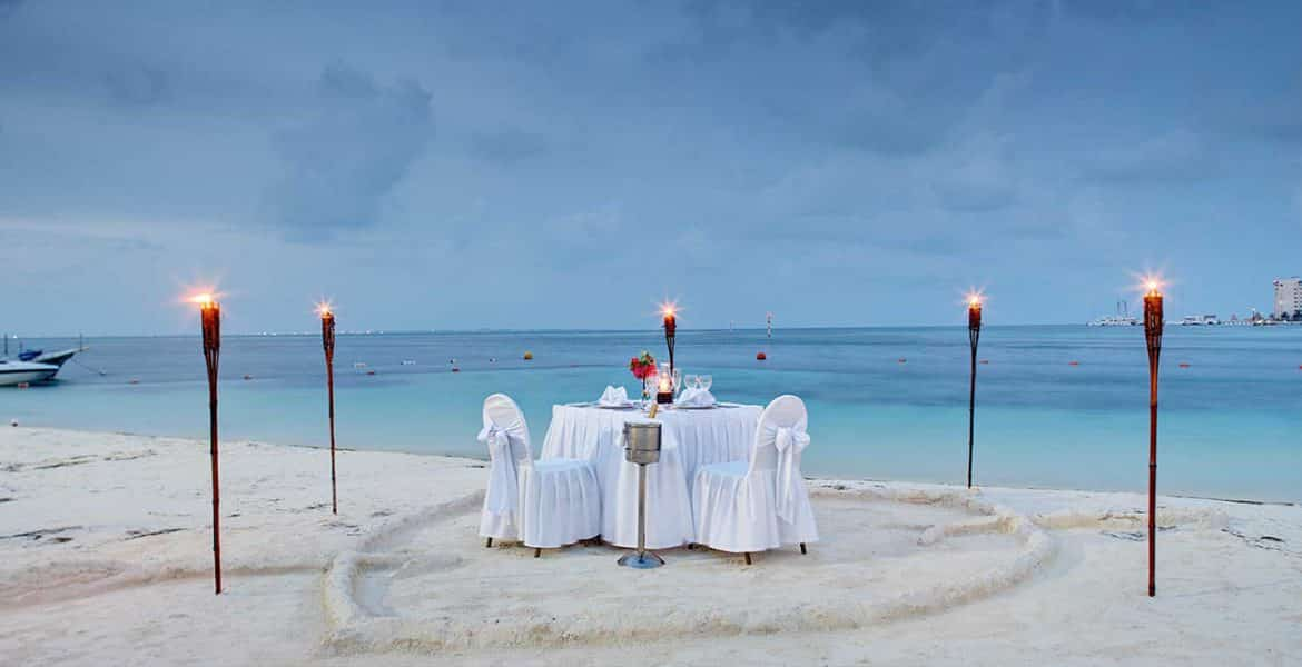 beach-wedding-table-suite-occidental-costa-cancun-beach-resort