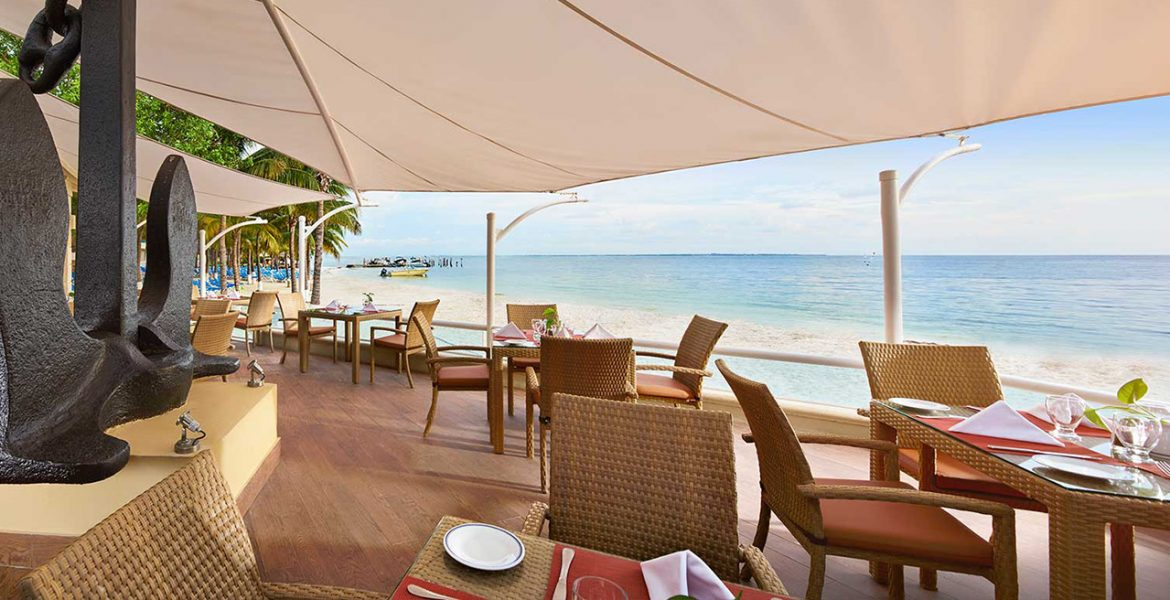 beachfront-dining-occidental-costa-cancun-beach-resort