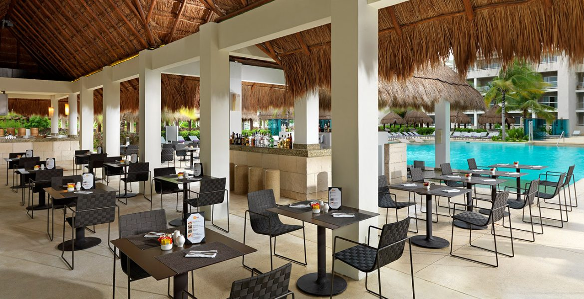 outdoor-eating-Paradisus-La-Perla-Playa-Del-Carmen