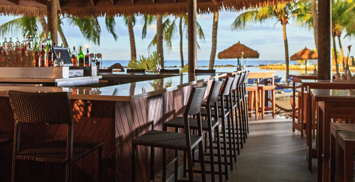 beach-bar-Renaissance-Aruba-Resort-Casino