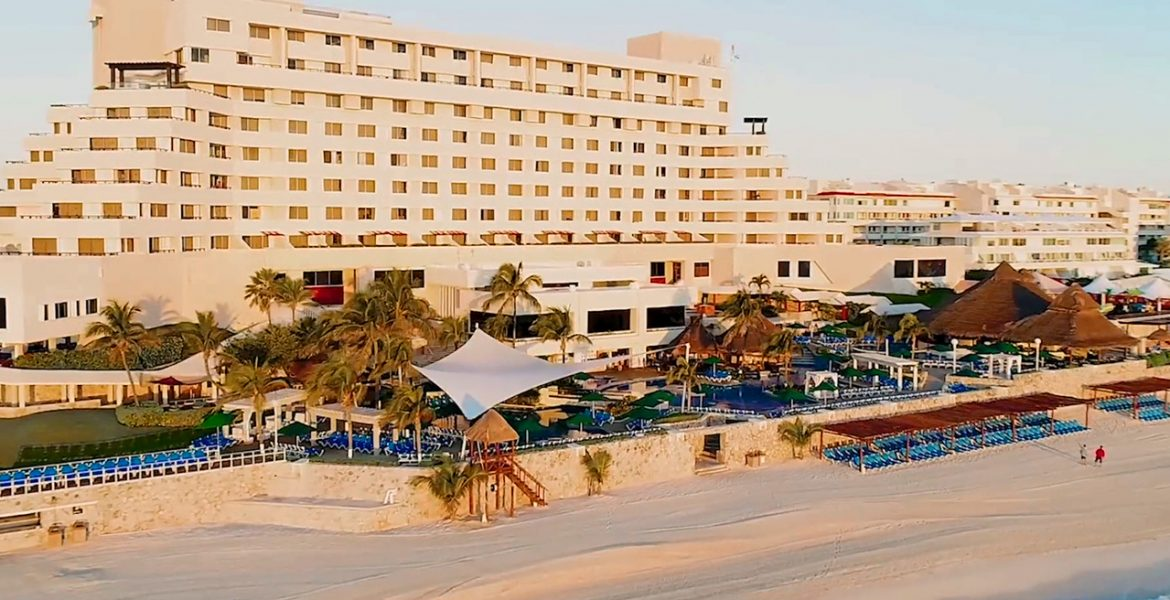beach-hotel-view-Royal-Solaris-Cancún-All-Inclusive