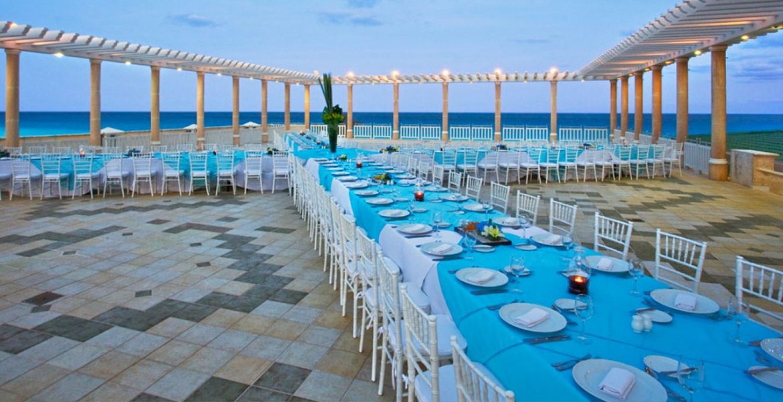 beach-wedding-table-sandos-cancun-lifestyle-resort