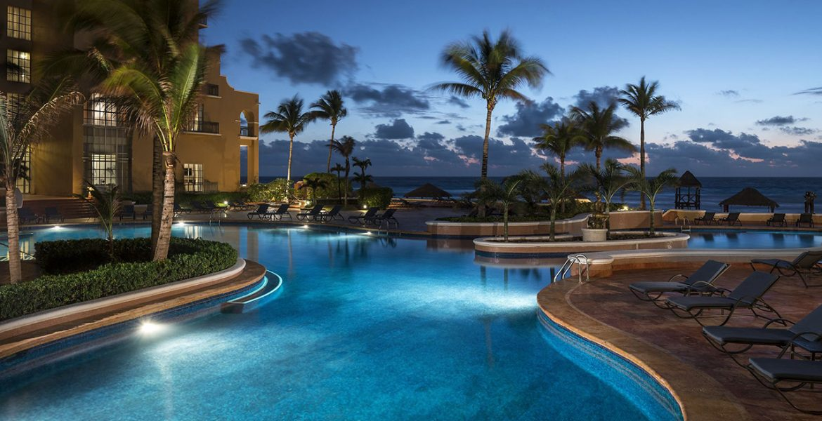 pool-nighttime-ritz-carlton-hotel-cancun