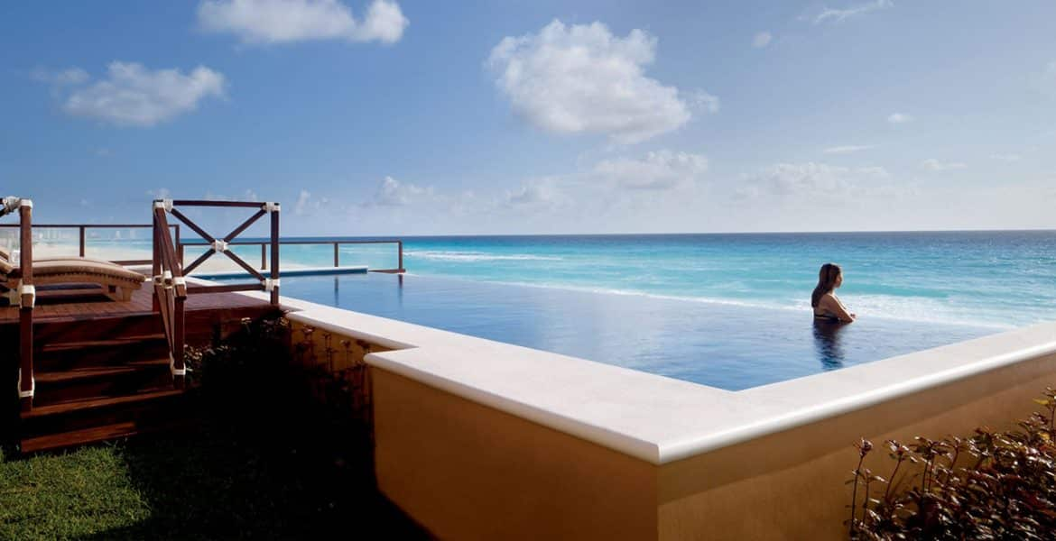 pool-ritz-carlton-hotel-cancun