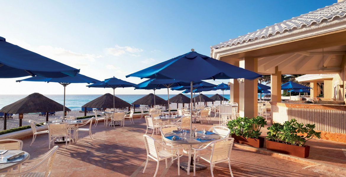 beachfront-dining-ritz-carlton-hotel-cancun
