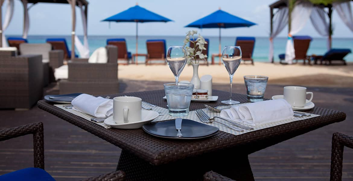 beachfront-dining-the-house-elegant-hotels-barbados-beach-hotels