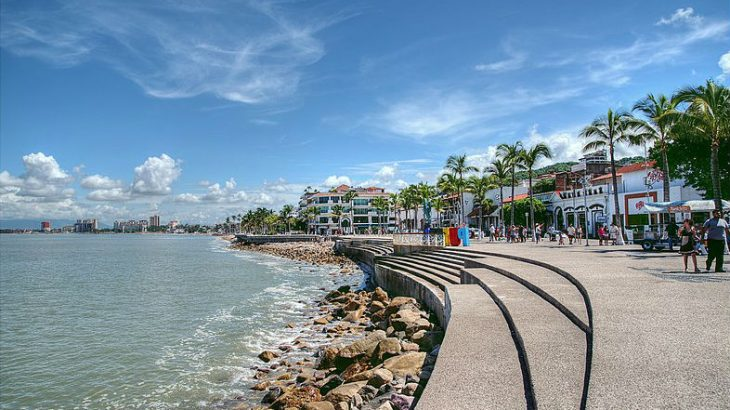 stroll-the-malecon-with-kids-puerto-vallarta