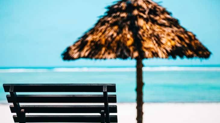 beach-chair-tiki-umbrella