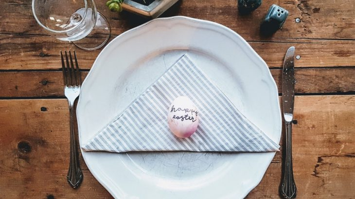 dining-set-up-egg-says-happy-easter