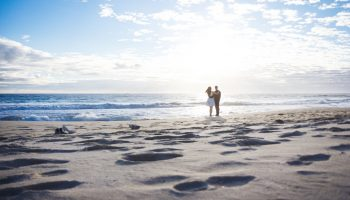 couple-on-beach-vow-renewal-ceremony-aruba