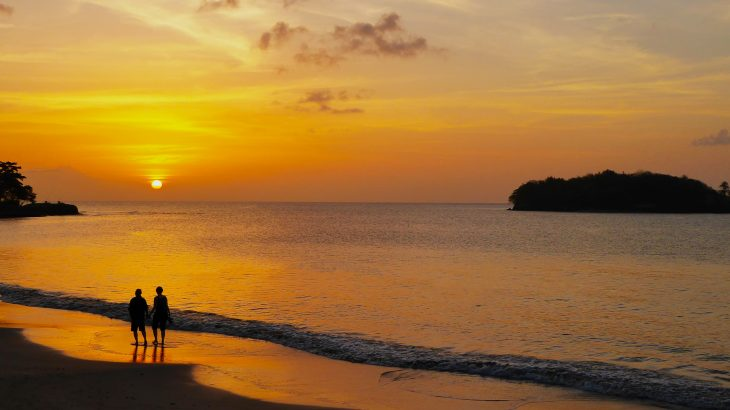 couple-sunset-beach-walk-st-lucia-honeymoon-hotel
