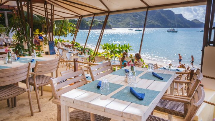 beqia-beach-hotel-beachfront-dining