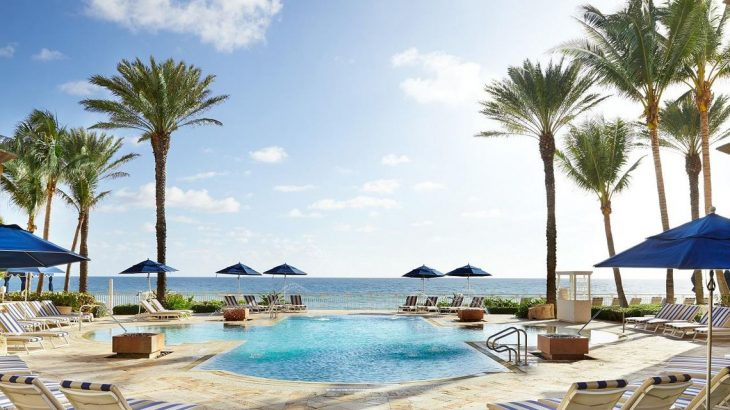 outdoor-pool-palm-trees-ocean
