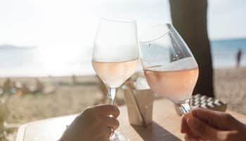 rose-wines-for-beach-vacation-summertime