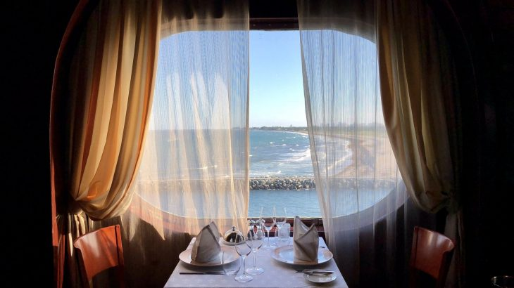 dining-views-cruise-ship-florida-to-bahamas