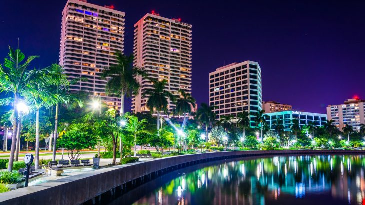 west-palm-beach-florida-riverwalk-nighttime