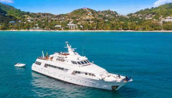 beqia-beach-hotel-yacht