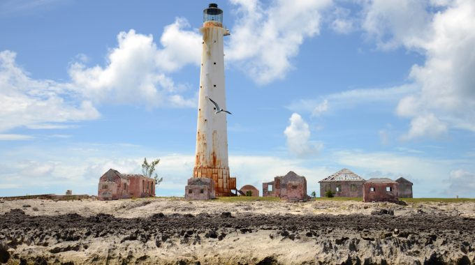 great-isaac-cay-abandoned-lighthouse-abandoned-places-caribbean