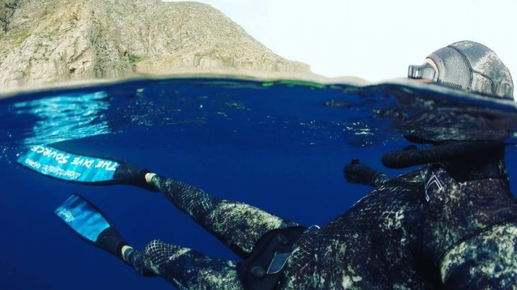 freediving-underwater-above-water-camo-wetsuit-dive-source
