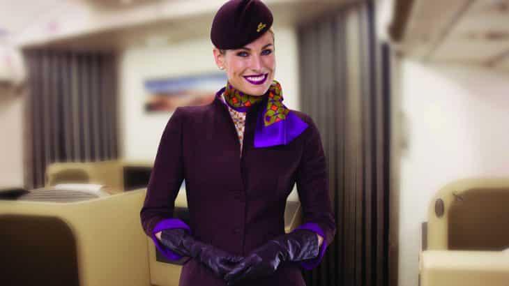 plastic-free-airlines-etihad-airlines-flight-attendant