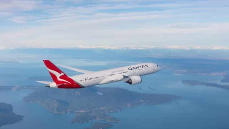 qantas-plane-sky-ecofriendly-flying