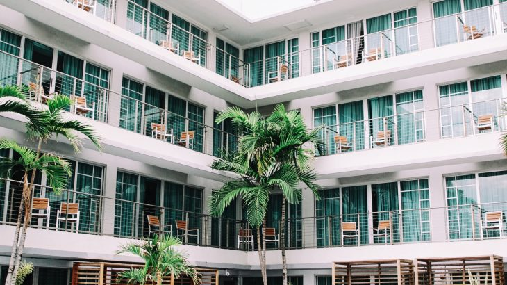 reduce-carbon-footprint-staying-in-ecofriendly-hotel