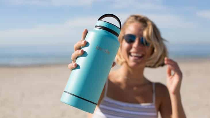 bring-reusable-water-bottle-everywhere-travel