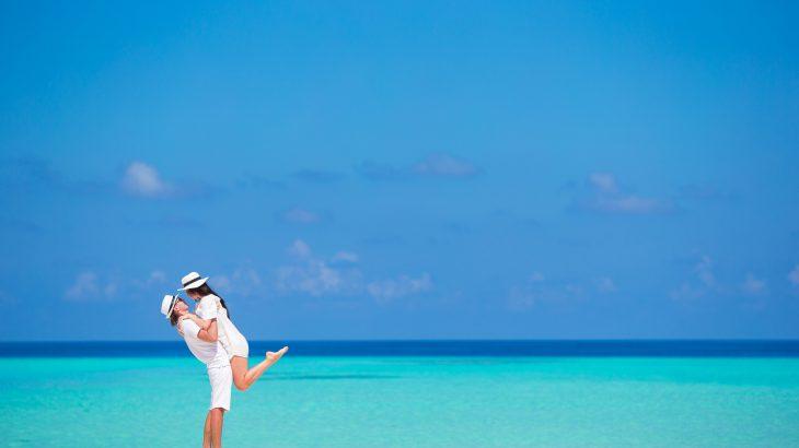 Romantic-couple-on-beach